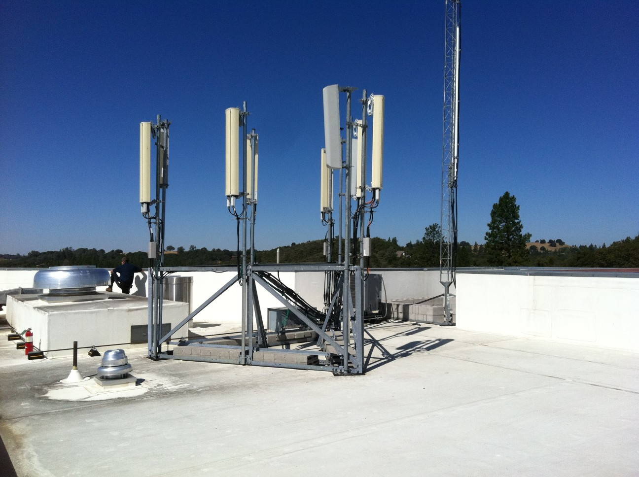 Should I Hire A Consultant for Cell Tower Leasing?